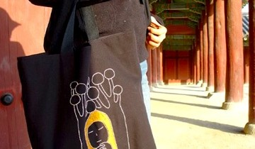 Chosun Ilbo: 'It Bag' Fever Gives Way to Individualism