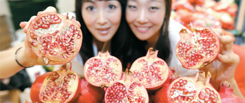 Rosh Hashanah in Korea?: Koreans drooling over California Pomegranates